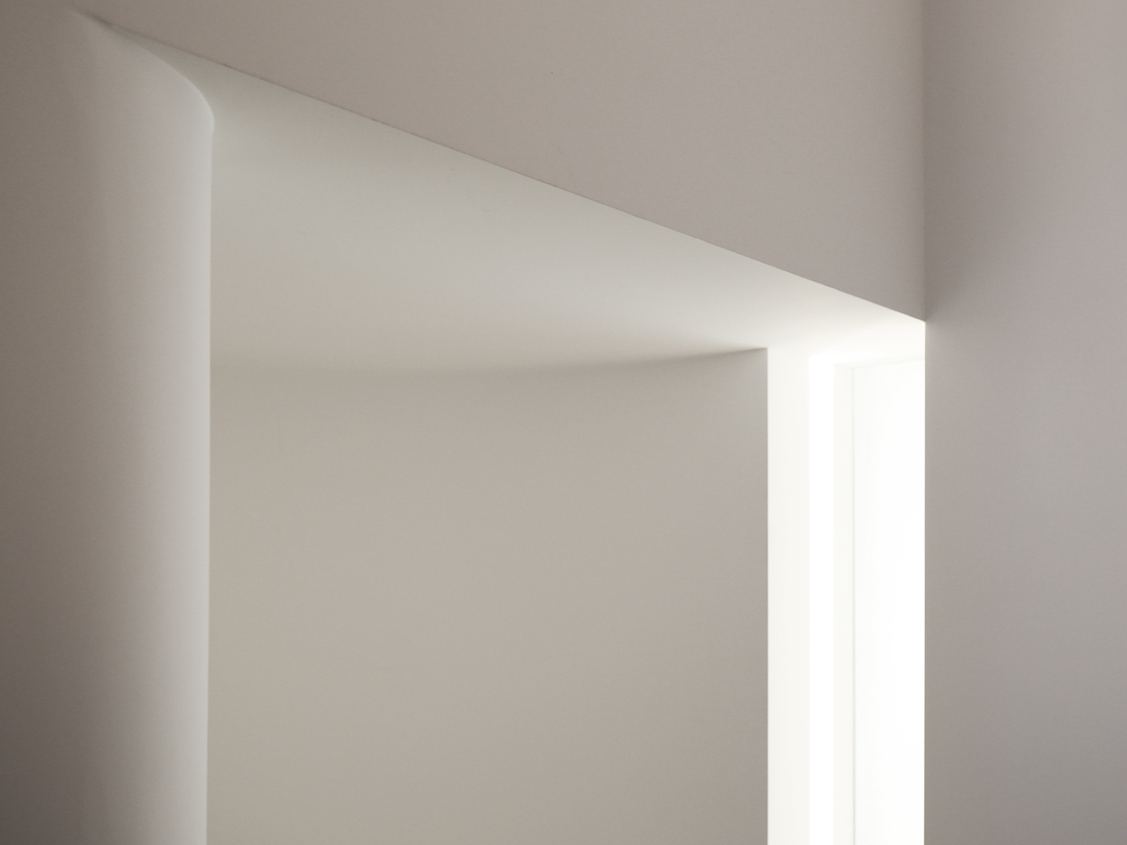 light slot window on curved walls